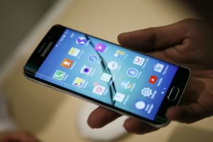 Samsung operating profit slump expected by the company